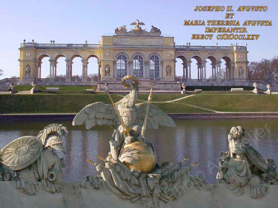 Gewidmet ist die Gloriette als Denkmal für den gerechten Krieg, der zum Frieden geführt hat. Mit Maria Theresias Thronnachfolge kam es zuerst zum öste