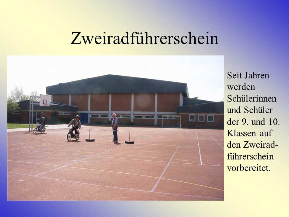 Stepp – AG Unter Leitung von unserer Schulassistentin Anke Diercks können Kinder der Klassen 5 – 6 Stepptänze erlernen.