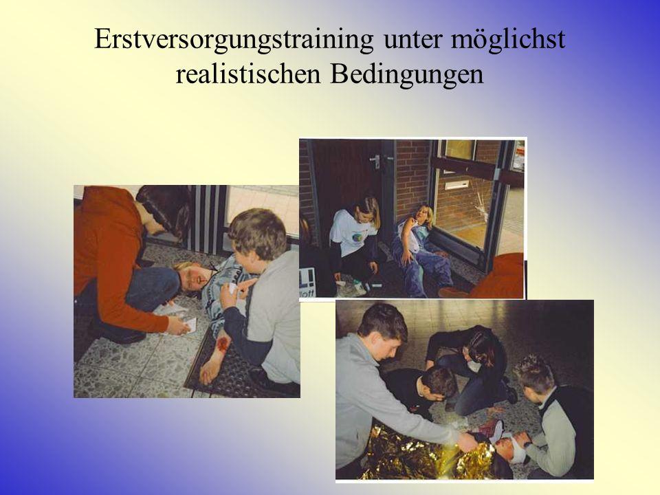 Schulsanitätsdienst Als eine von wenigen Schulen in Niedersachsen verfügt die HRS Kehdingen über einen Schulsanitätsdienst für SchülerInnen von der 7.
