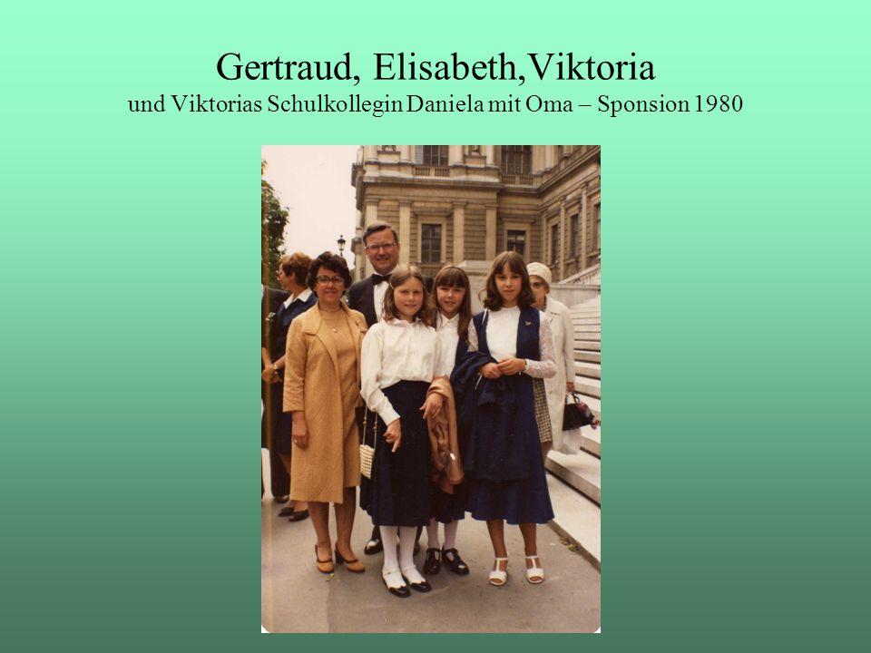 Gertraud, Elisabeth,Viktoria und Viktorias Schulkollegin Daniela mit Oma – Sponsion 1980