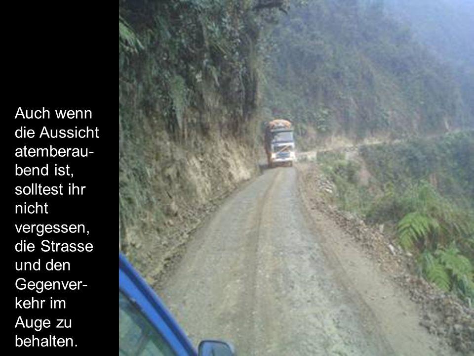 Auch wenn die Aussicht atemberau- bend ist, solltest ihr nicht vergessen, die Strasse und den Gegenver- kehr im Auge zu behalten.