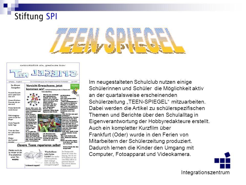 Im neugestalteten Schulclub nutzen einige Schülerinnen und Schüler die Möglichkeit aktiv an der quartalsweise erscheinenden Schülerzeitung TEEN-SPIEGEL mitzuarbeiten.
