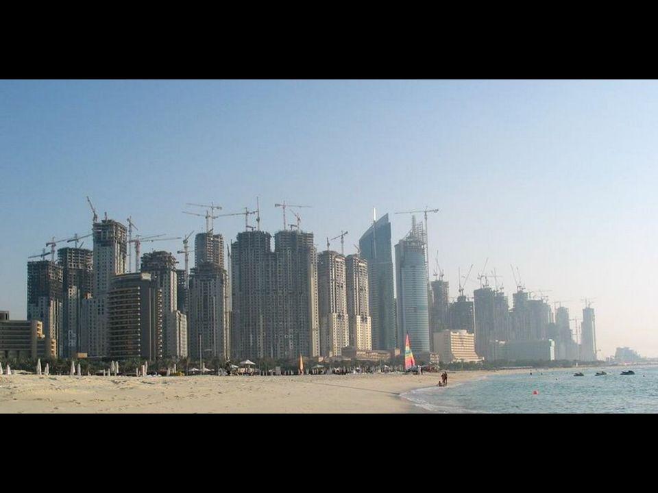 Attualmente il 15% delle gru del mondo si trova a Dubai Aktuell befinden sich 15% aller Kräne der Welt in Dubai.