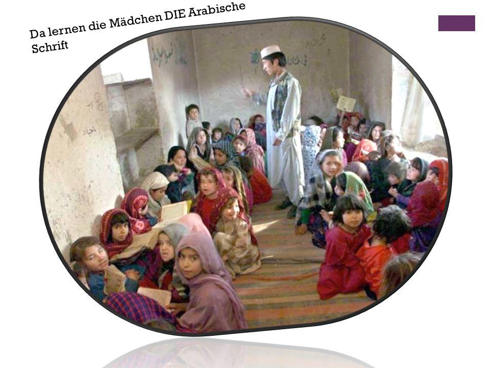 Da lernen die Mädchen DIE Arabische Schrift