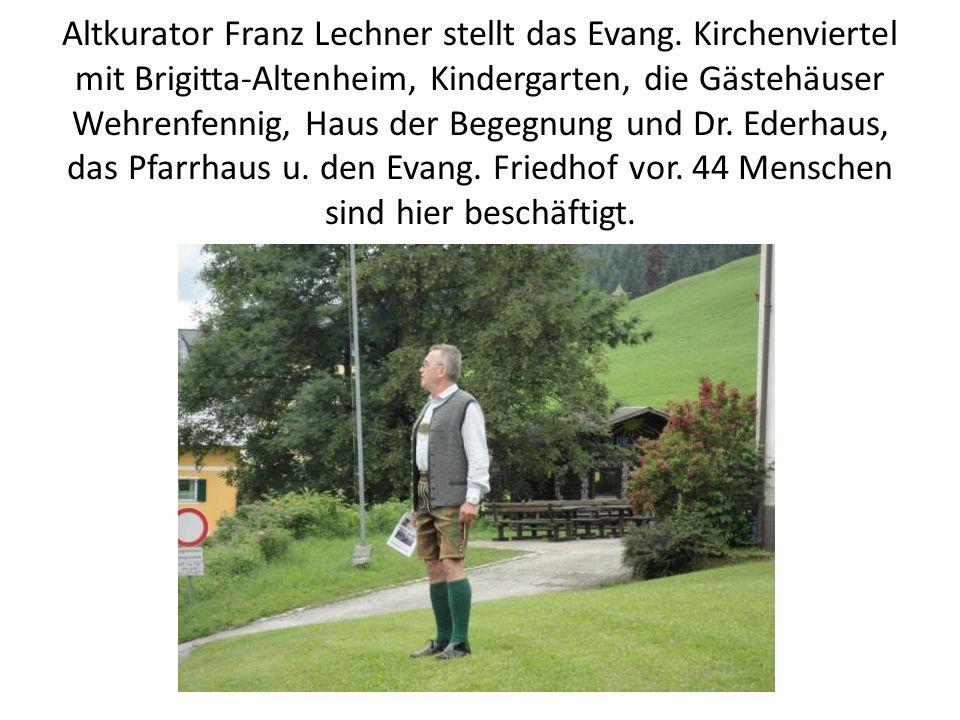 Altkurator Franz Lechner stellt das Evang.