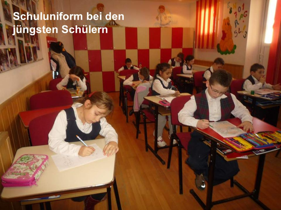 Schuluniform bei den jüngsten Schülern