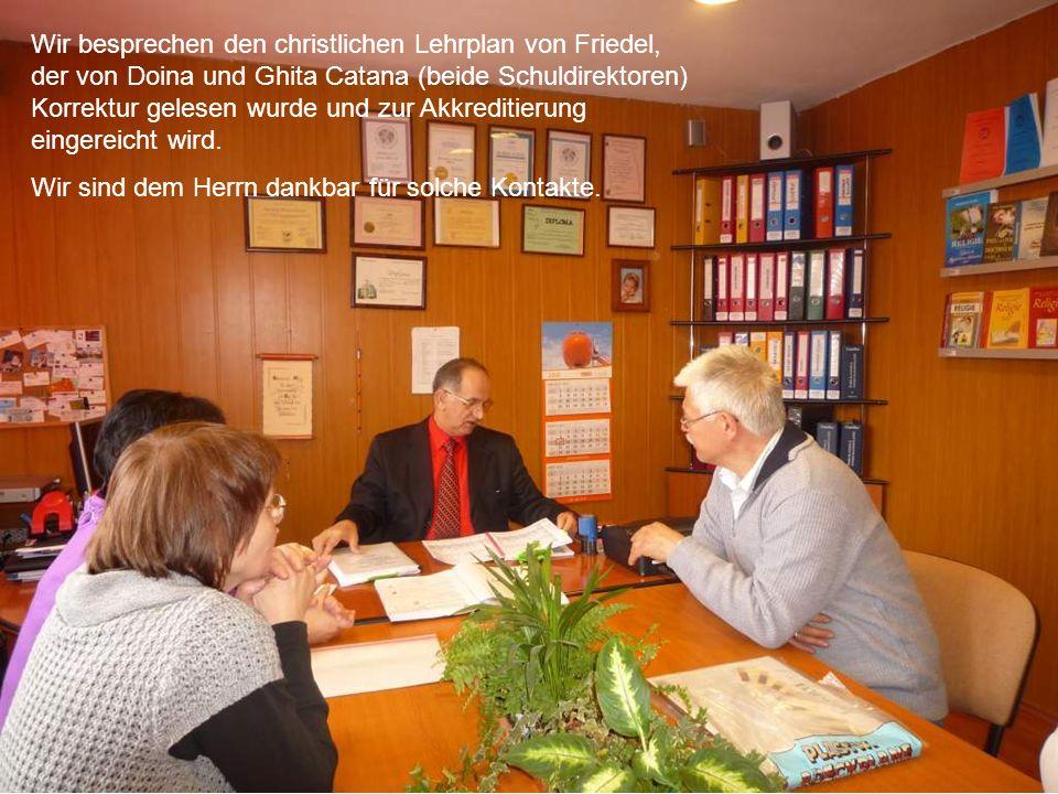Wir besprechen den christlichen Lehrplan von Friedel, der von Doina und Ghita Catana (beide Schuldirektoren) Korrektur gelesen wurde und zur Akkreditierung eingereicht wird.