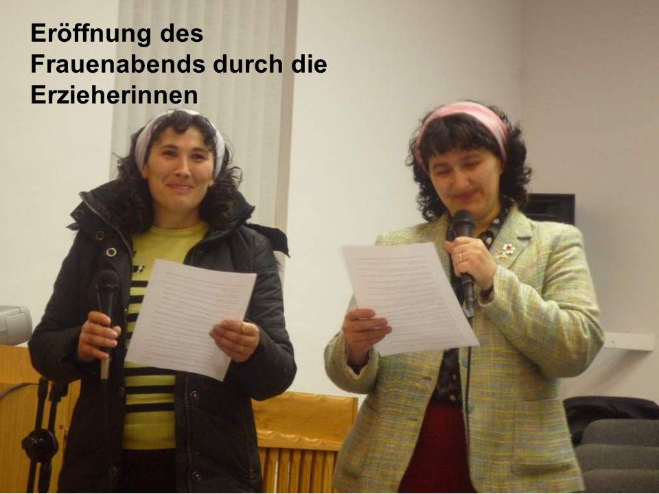 Eröffnung des Frauenabends durch die Erzieherinnen