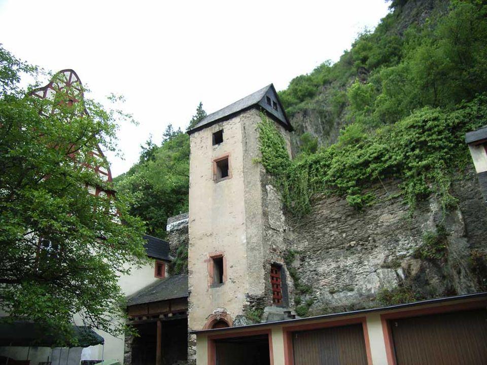 Braubach, am rechten Ufer des Rheins gelegen und ca. 10 km von Koblenz entfernt, verfügt über eine Vielzahl mittelalterlicher Architektur, einschließl