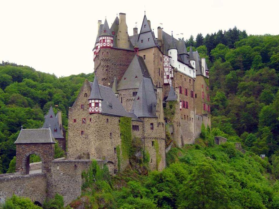 Seit nunmehr 800 Jahren befindet sich die Burg im Besitz der Familie Eltz. Der jetzige Eigentümer der Burg, Karl Graf und Edler Herr von und zu Eltz-K