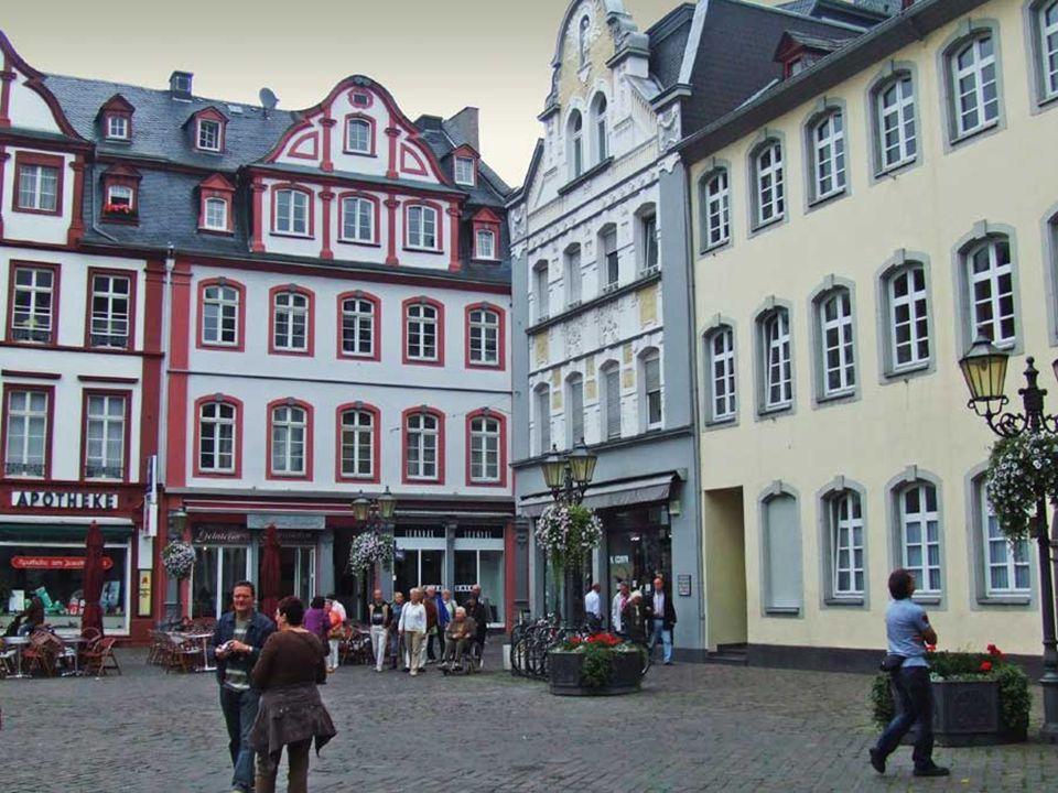 Koblenz, eine wunderschöne Stadt, am Zusammenfluss von Mosel und Rhein gelegen, die von den Römern gegründet wurde. Highlights sind zahlreiche Kirchen