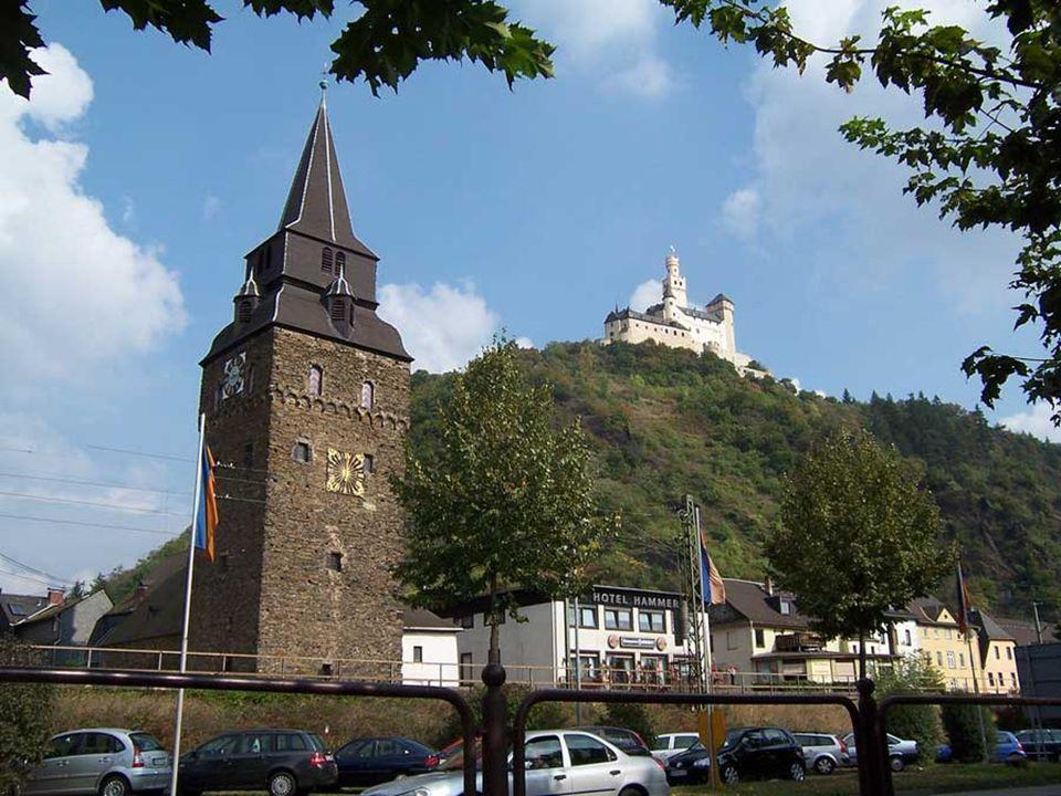 Braubach, am rechten Ufer des Rheins gelegen und ca.