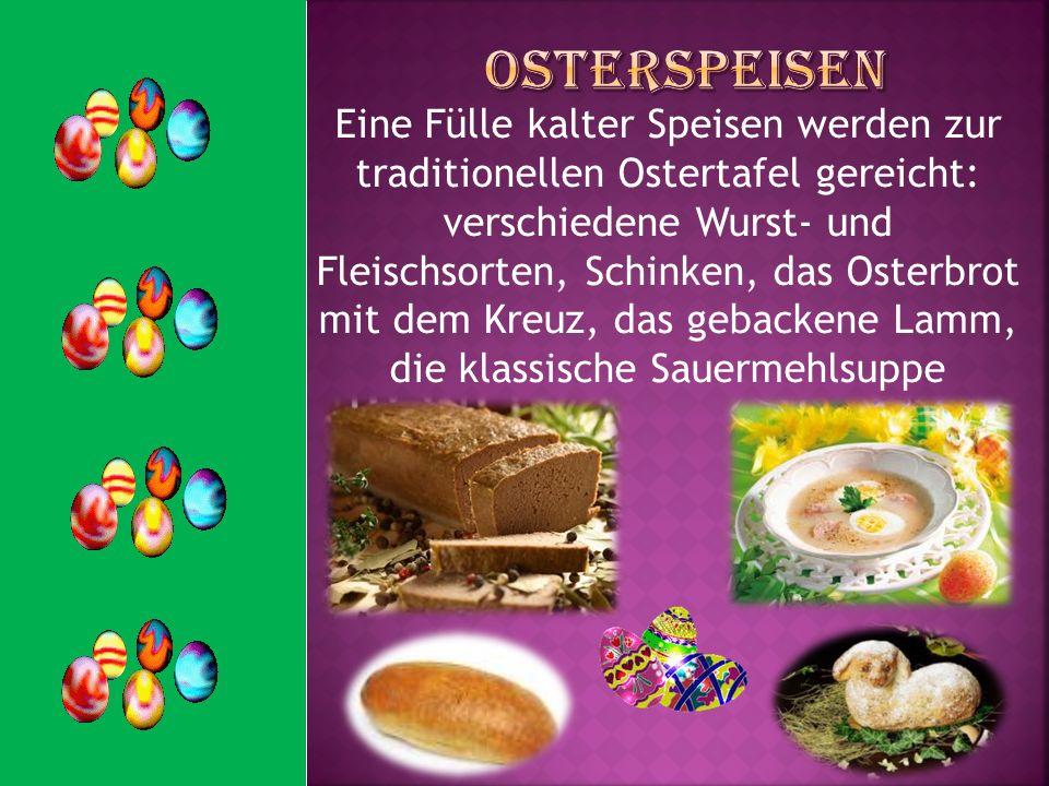 Eine Fülle kalter Speisen werden zur traditionellen Ostertafel gereicht: verschiedene Wurst- und Fleischsorten, Schinken, das Osterbrot mit dem Kreuz,