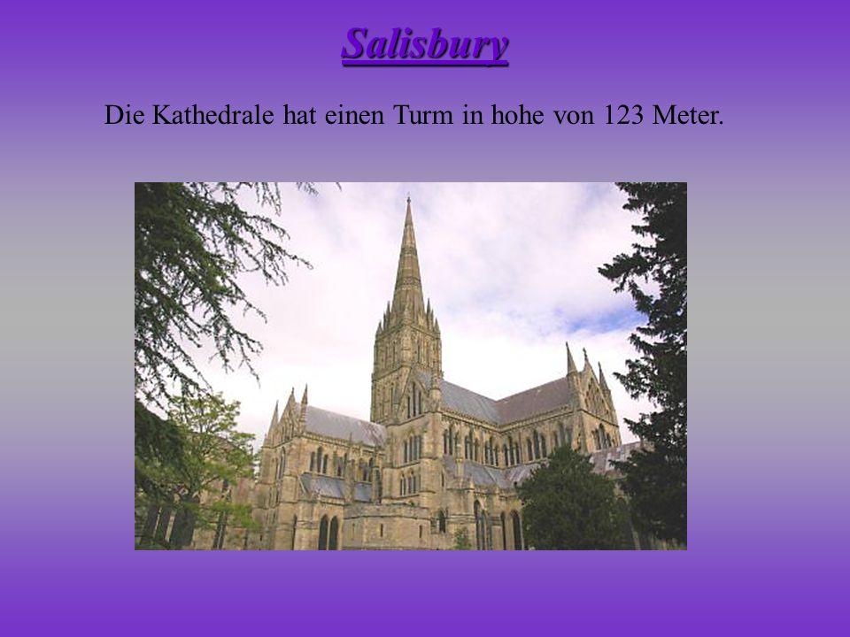 Die Kathedrale hat einen Turm in hohe von 123 Meter. Salisbury