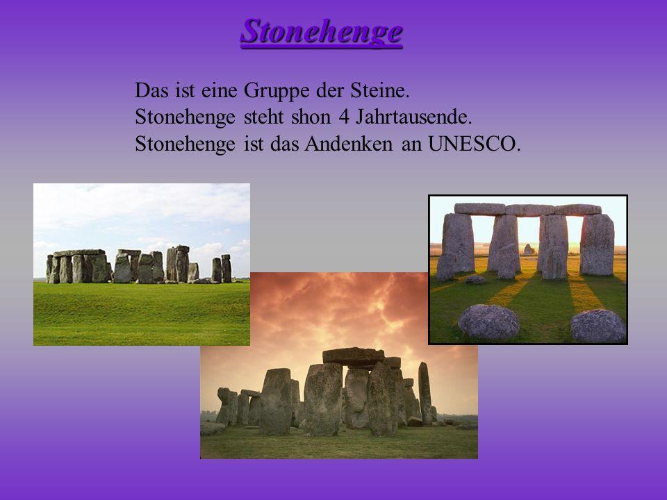 Das ist eine Gruppe der Steine. Stonehenge steht shon 4 Jahrtausende. Stonehenge ist das Andenken an UNESCO. Stonehenge