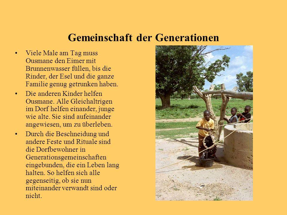 Gemeinschaft der Generationen Viele Male am Tag muss Ousmane den Eimer mit Brunnenwasser füllen, bis die Rinder, der Esel und die ganze Familie genug
