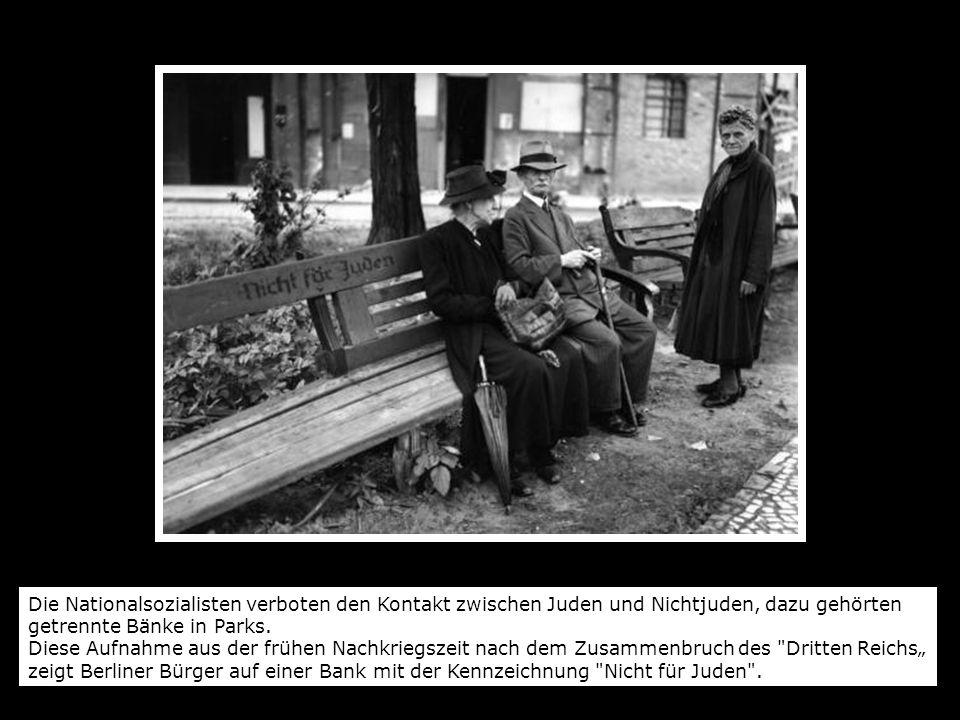 Die Nationalsozialisten verboten den Kontakt zwischen Juden und Nichtjuden, dazu gehörten getrennte Bänke in Parks. Diese Aufnahme aus der frühen Nach
