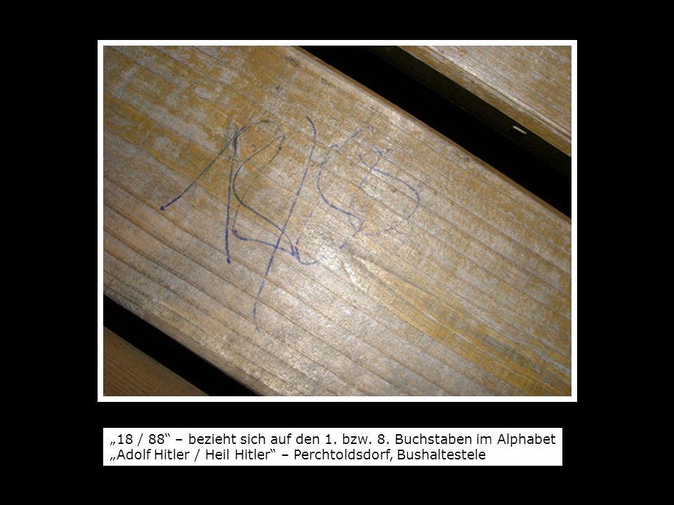18 / 88 – bezieht sich auf den 1. bzw. 8. Buchstaben im Alphabet Adolf Hitler / Heil Hitler – Perchtoldsdorf, Bushaltestele