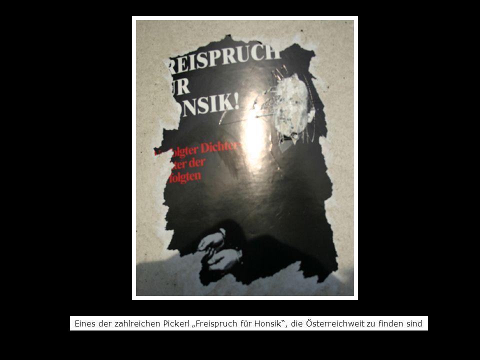 Eines der zahlreichen Pickerl Freispruch für Honsik, die Österreichweit zu finden sind
