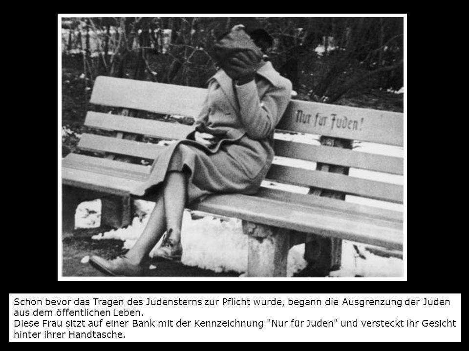 Schon bevor das Tragen des Judensterns zur Pflicht wurde, begann die Ausgrenzung der Juden aus dem öffentlichen Leben. Diese Frau sitzt auf einer Bank