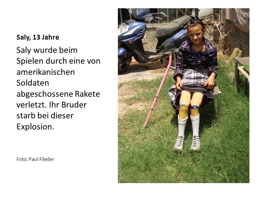 Saly, 13 Jahre Saly wurde beim Spielen durch eine von amerikanischen Soldaten abgeschossene Rakete verletzt.