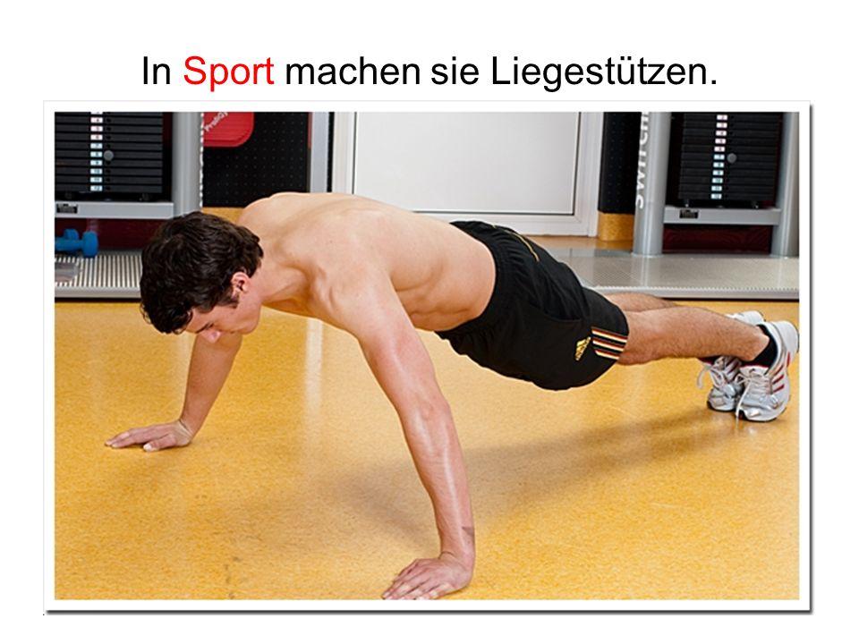 In Sport machen sie Liegestützen.