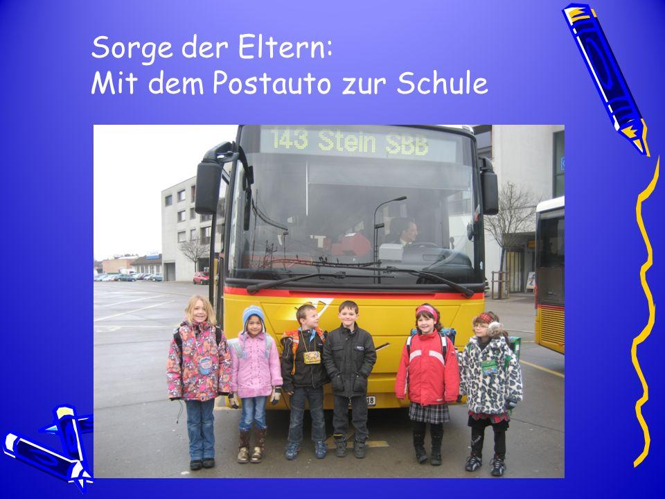 Sorge der Eltern: Mit dem Postauto zur Schule