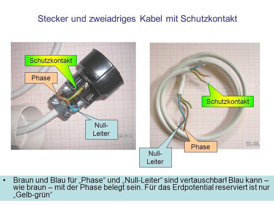 Stecker und zweiadriges Kabel mit Schutzkontakt Braun und Blau für Phase und Null-Leiter sind vertauschbar! Blau kann – wie braun – mit der Phase bele