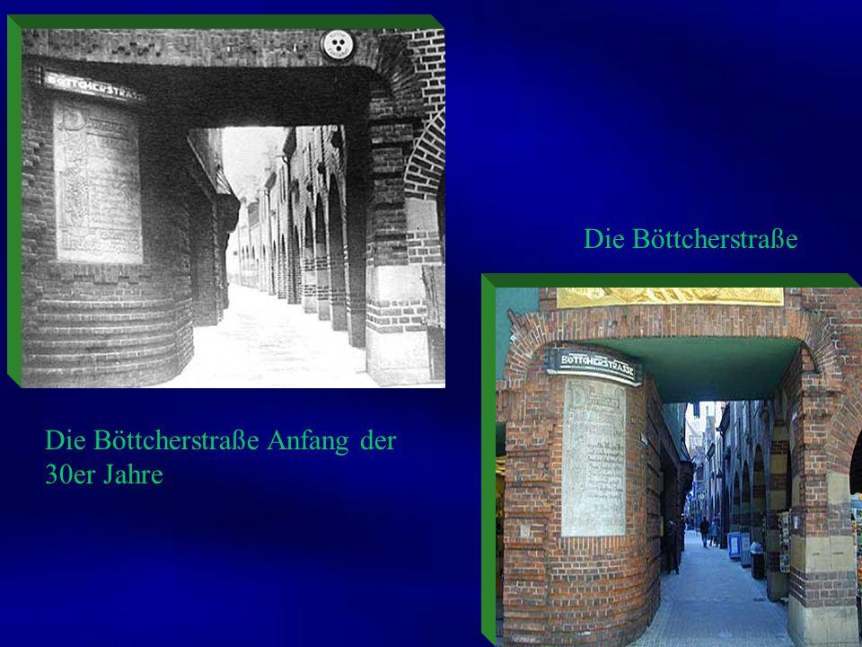 Vom Marktplatz aus geht man durch die mit 107 Metern vielleicht kürzeste, aber berühmteste Bremer Straße, die Böttcherstraße. Durch die Schaufenster h