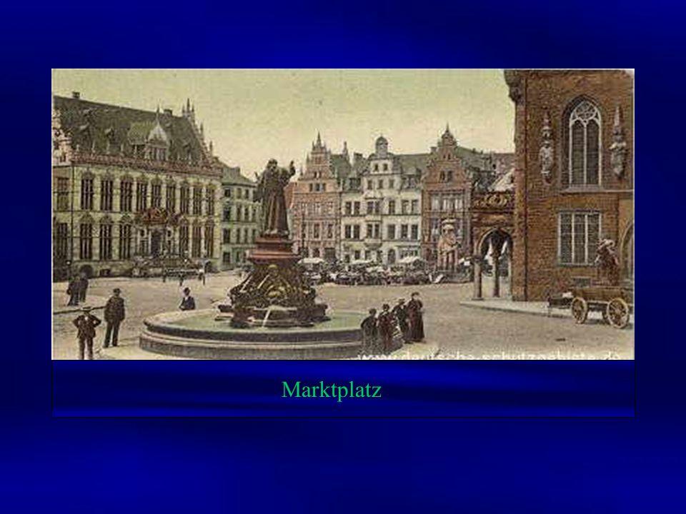 Im zweiten Weltkrieg wurden große Teile von Bremen vernichtet. Aber das Zentrum der Stadt rund um den Marktplatz ist zum großen Teil noch erhalten geb