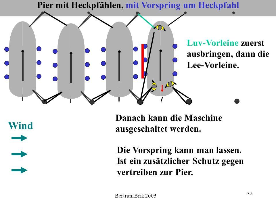 Bertram Birk 2005 32 Pier mit Heckpfählen, mit Vorspring um Heckpfahl Wind Luv-Vorleine zuerst ausbringen, dann die Lee-Vorleine. Danach kann die Masc