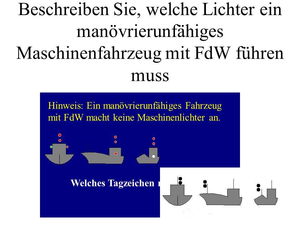 Beschreiben Sie, welche Lichter ein tiefgangbehindertes Maschinenfahrzeug mit FdW über 50 m führen muss. Welches Tagzeichen müsste es führen?