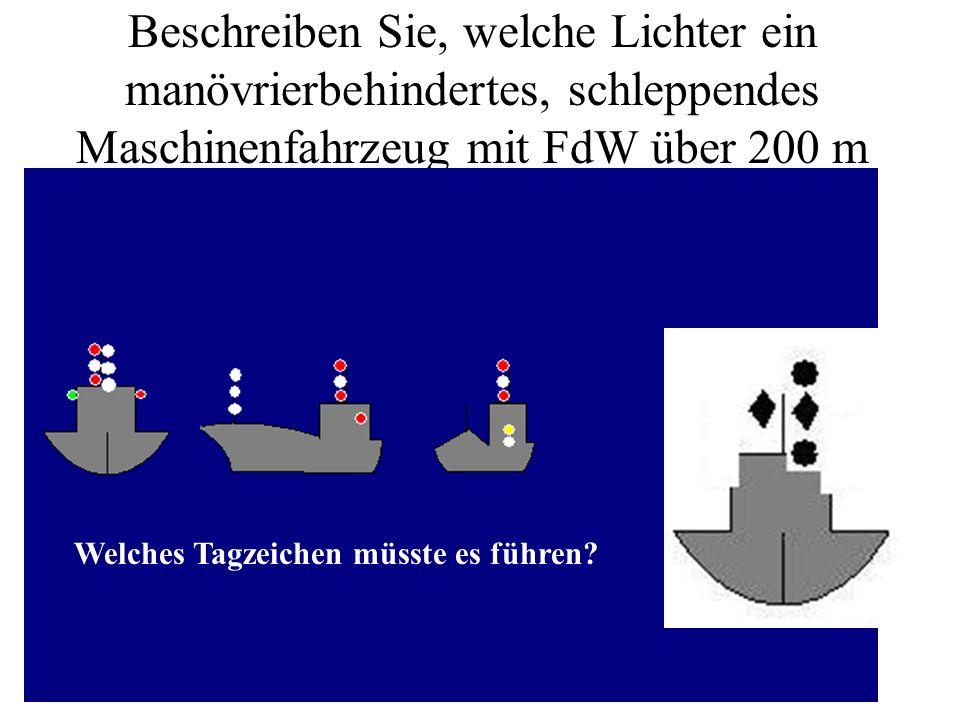 Beschreiben Sie, welche Lichter ein Segelfahrzeug, was zusätzlich unter Maschine fährt, führen muss. Welches Tagzeichen müsste es führen?