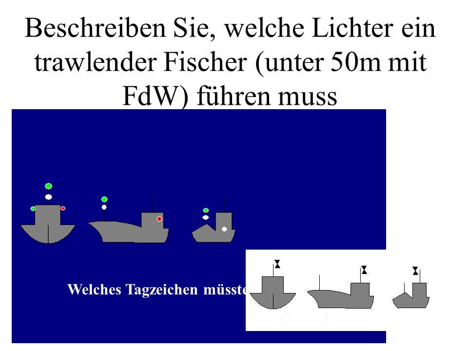 Beschreiben Sie, welche Lichter ein schleppendes Maschinenfahrzeug mit FdW unter 200 m führen muss. Welches Tagzeichen müsste es führen?