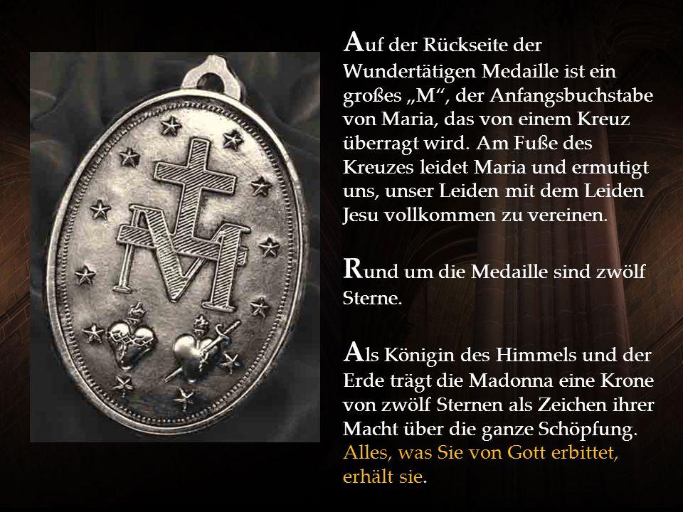 A uf der Rückseite der Wundertätigen Medaille ist ein großes M, der Anfangsbuchstabe von Maria, das von einem Kreuz überragt wird.