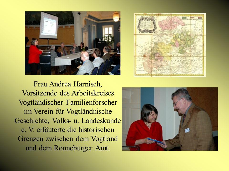 Frau Andrea Harnisch, Vorsitzende des Arbeitskreises Vogtländischer Familienforscher im Verein für Vogtländnische Geschichte, Volks- u.