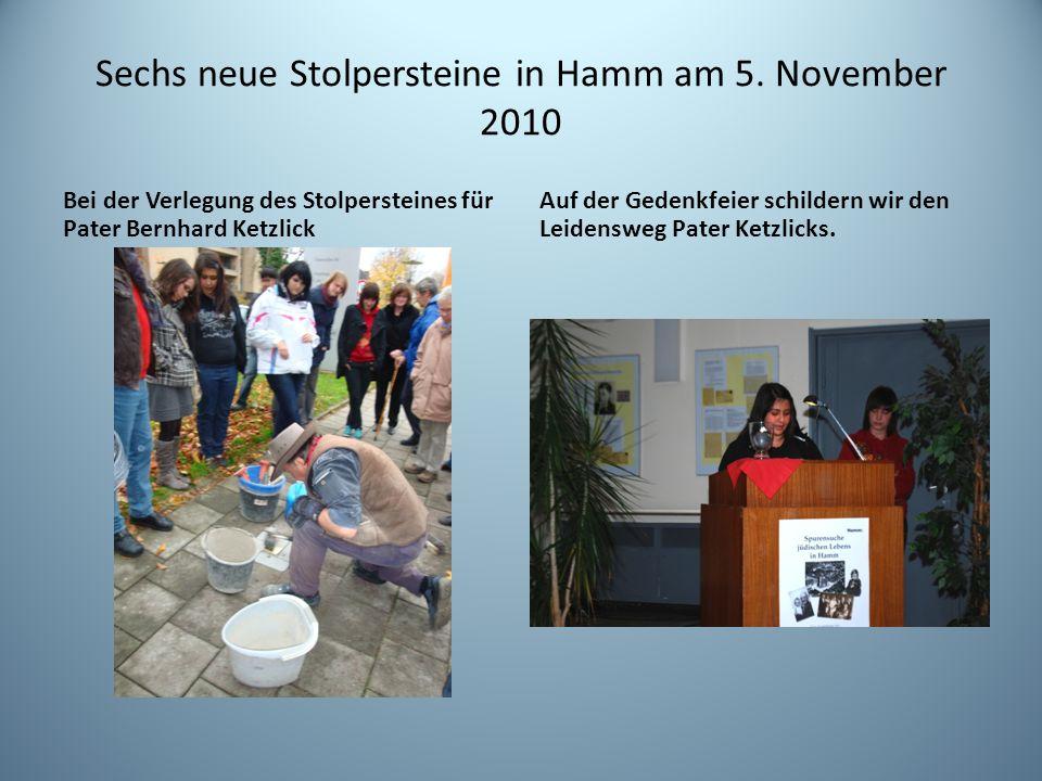 Sechs neue Stolpersteine in Hamm am 5. November 2010 Bei der Verlegung des Stolpersteines für Pater Bernhard Ketzlick Auf der Gedenkfeier schildern wi