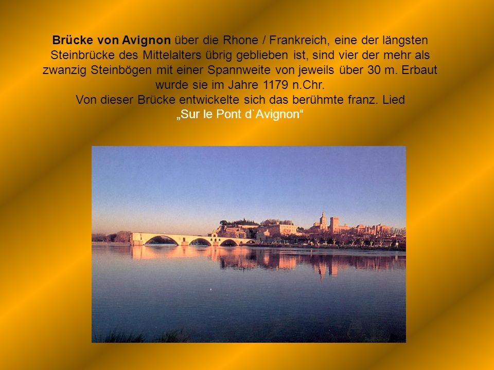 Brücke von Avignon über die Rhone / Frankreich, eine der längsten Steinbrücke des Mittelalters übrig geblieben ist, sind vier der mehr als zwanzig Ste