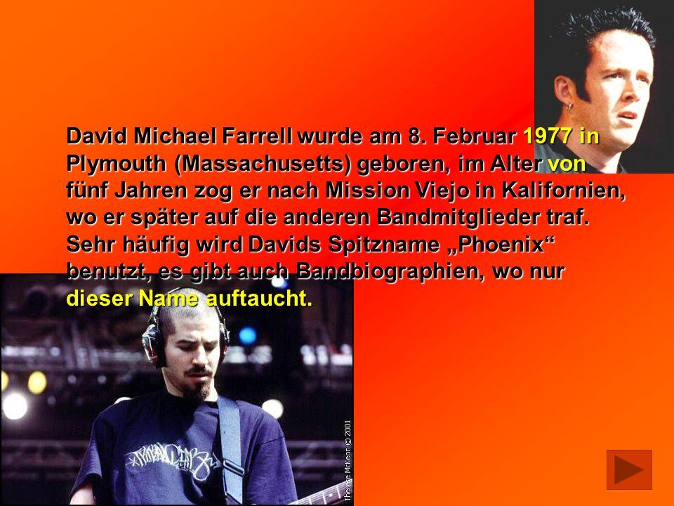 David Michael Farrell wurde am 8. Februar 1977 in Plymouth (Massachusetts) geboren, im Alter von fünf Jahren zog er nach Mission Viejo in Kalifornien,
