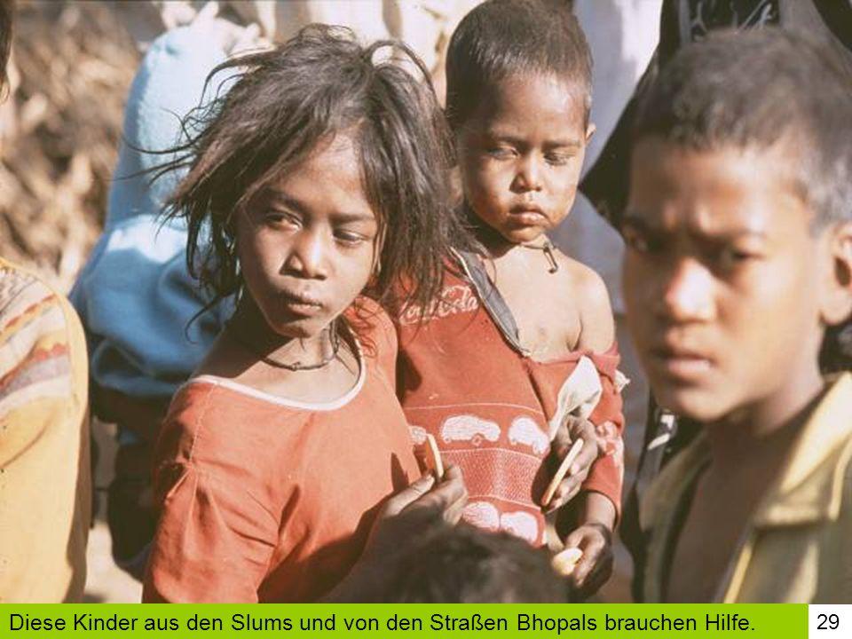 29 Diese Kinder aus den Slums und von den Straßen Bhopals brauchen Hilfe.