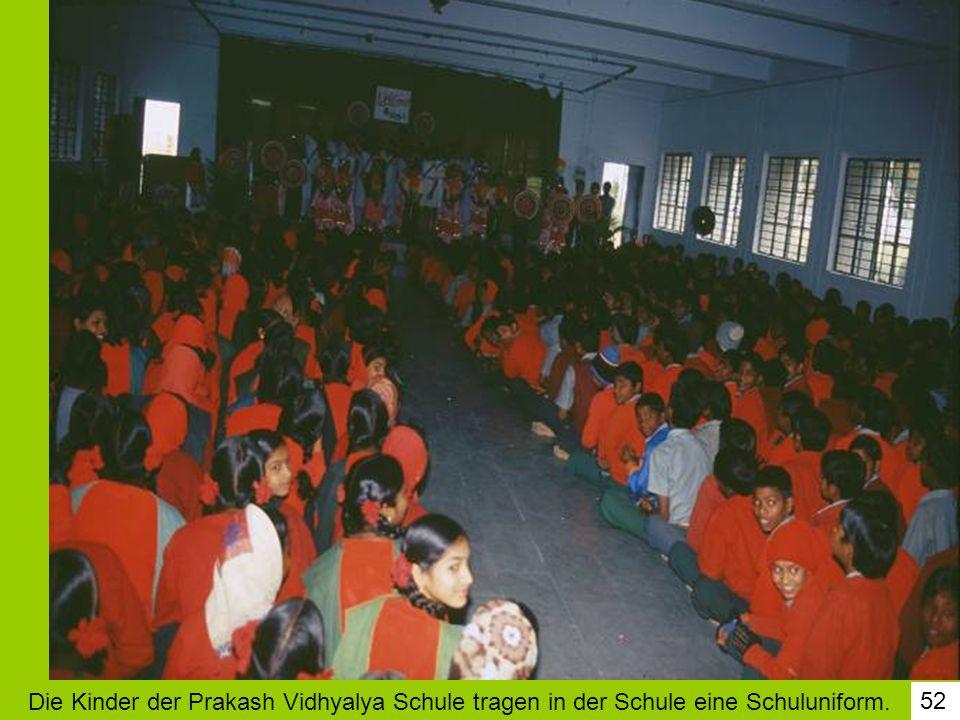52 Die Kinder der Prakash Vidhyalya Schule tragen in der Schule eine Schuluniform.