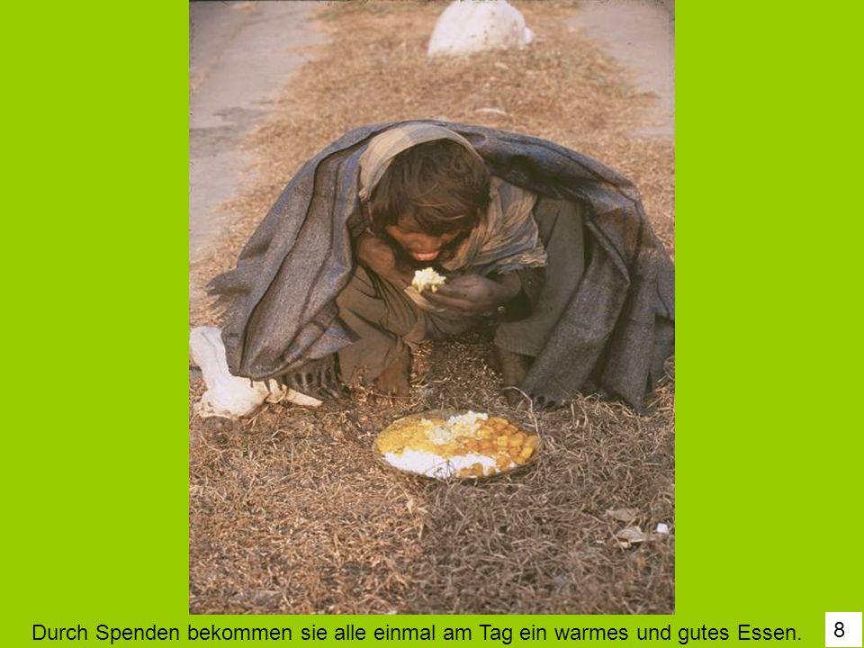 8 Durch Spenden bekommen sie alle einmal am Tag ein warmes und gutes Essen.