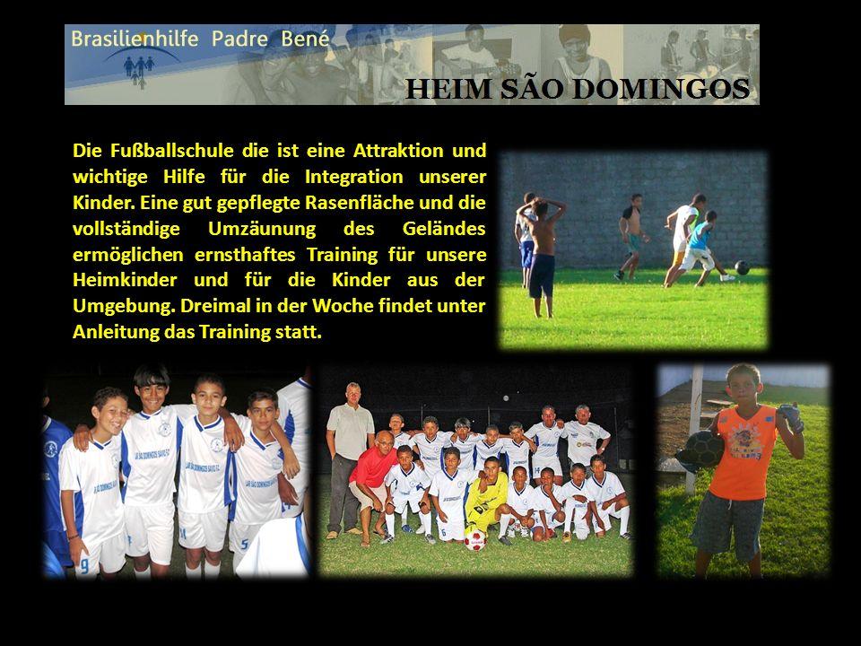 Die Fußballschule die ist eine Attraktion und wichtige Hilfe für die Integration unserer Kinder. Eine gut gepflegte Rasenfläche und die vollständige U