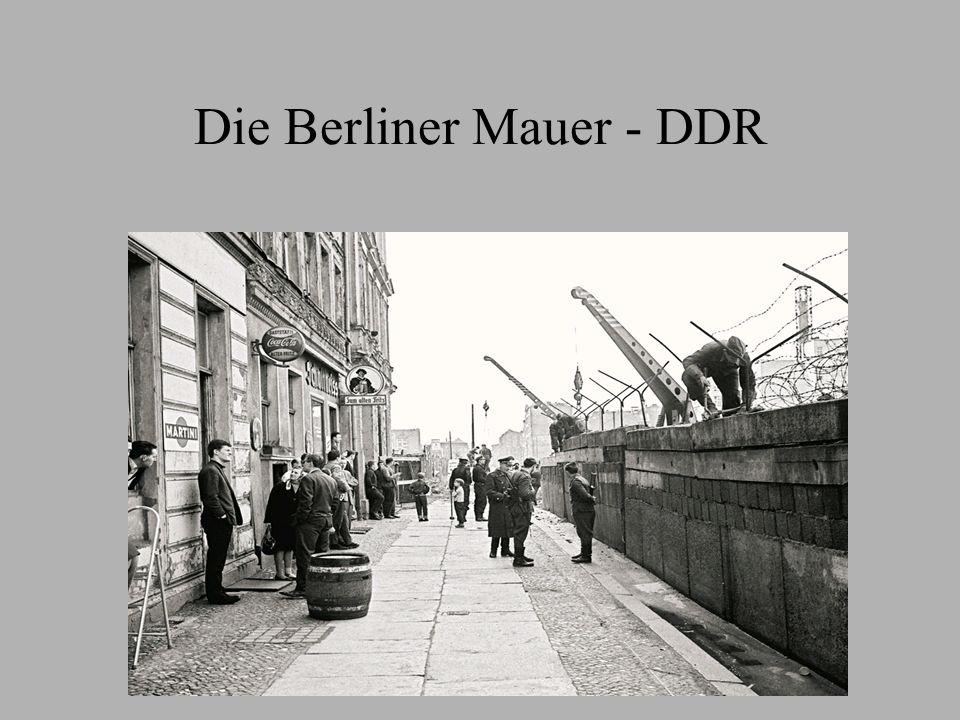 Inhaltsverzeichnis Bilder zur Berliner Mauer 1.Video Gründe des Mauerbaus Die Berliner Mauer Die Reaktion der BRD Die Reaktion der DDR Grenzübergänge Todesstreifen 2.Video Fall der Mauer