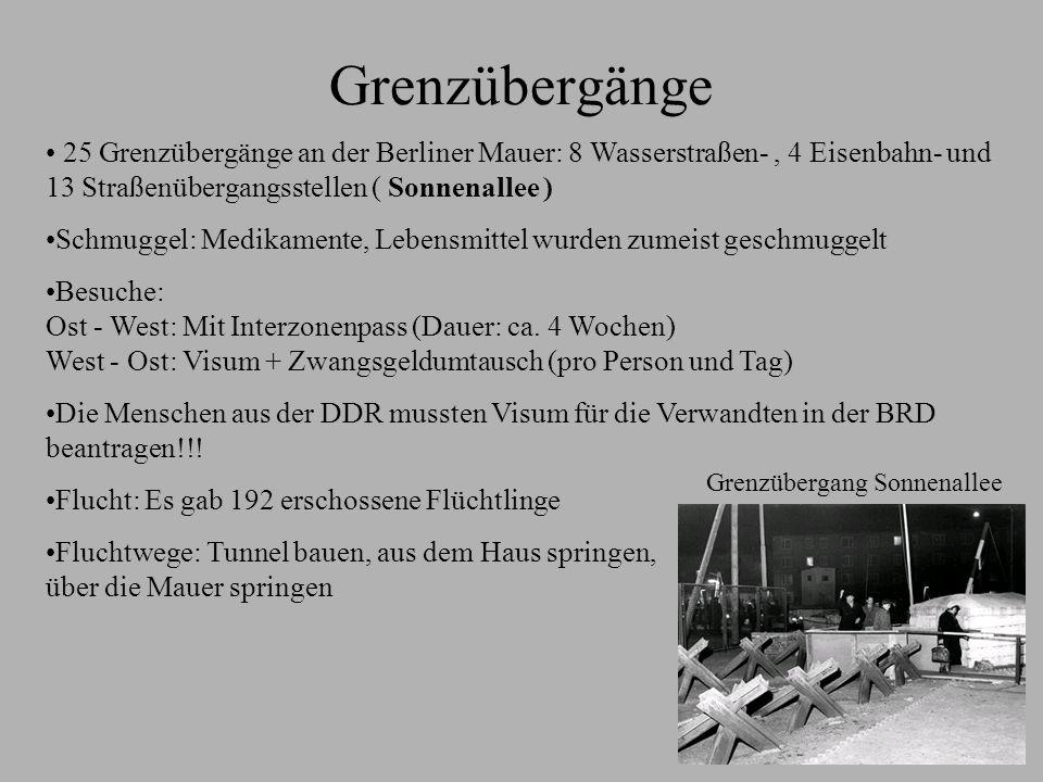 Grenzübergänge 25 Grenzübergänge an der Berliner Mauer: 8 Wasserstraßen-, 4 Eisenbahn- und 13 Straßenübergangsstellen ( Sonnenallee ) Schmuggel: Medik