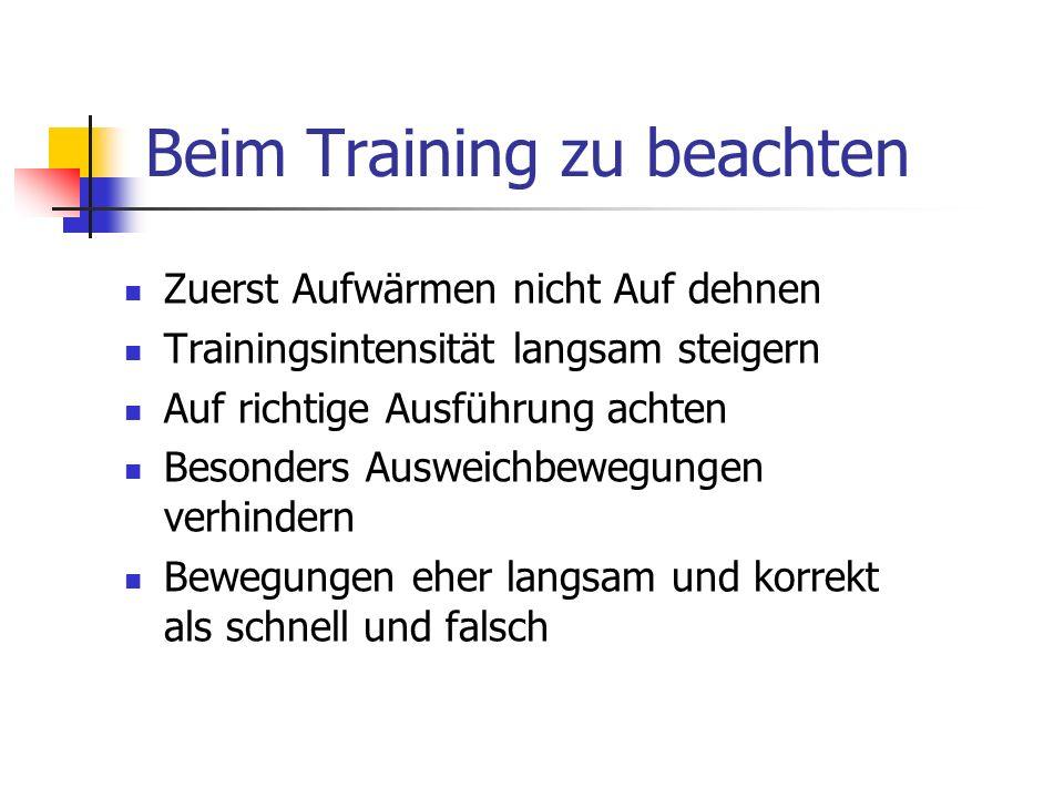 Praktische Übungen Aufwärmen: Laufen auf der Stelle mit Boxbewegungen.