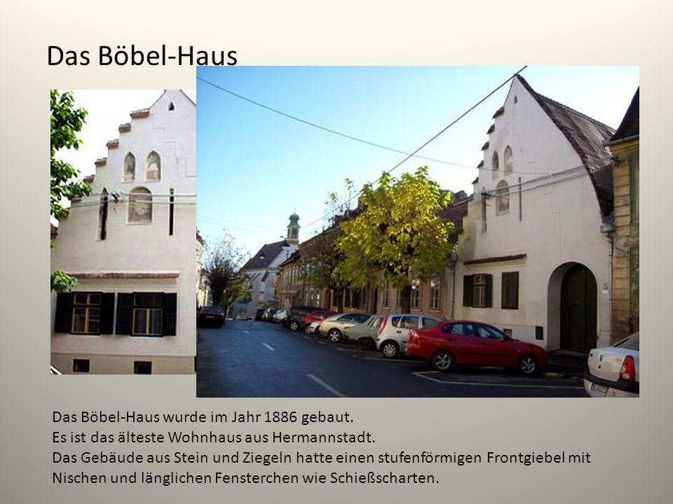 Das Böbel-Haus Das Böbel-Haus wurde im Jahr 1886 gebaut. Es ist das älteste Wohnhaus aus Hermannstadt. Das Gebäude aus Stein und Ziegeln hatte einen s