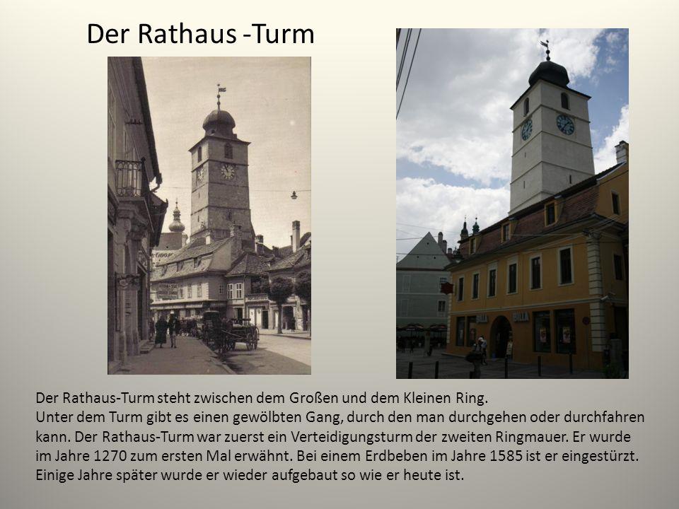 Der Rathaus -Turm Der Rathaus-Turm steht zwischen dem Großen und dem Kleinen Ring. Unter dem Turm gibt es einen gewölbten Gang, durch den man durchgeh