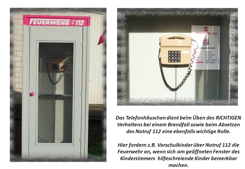 Das Telefonhäuschen dient beim Üben des RICHTIGEN Verhaltens bei einem Brandfall sowie beim Absetzen des Notruf 112 eine ebenfalls wichtige Rolle.
