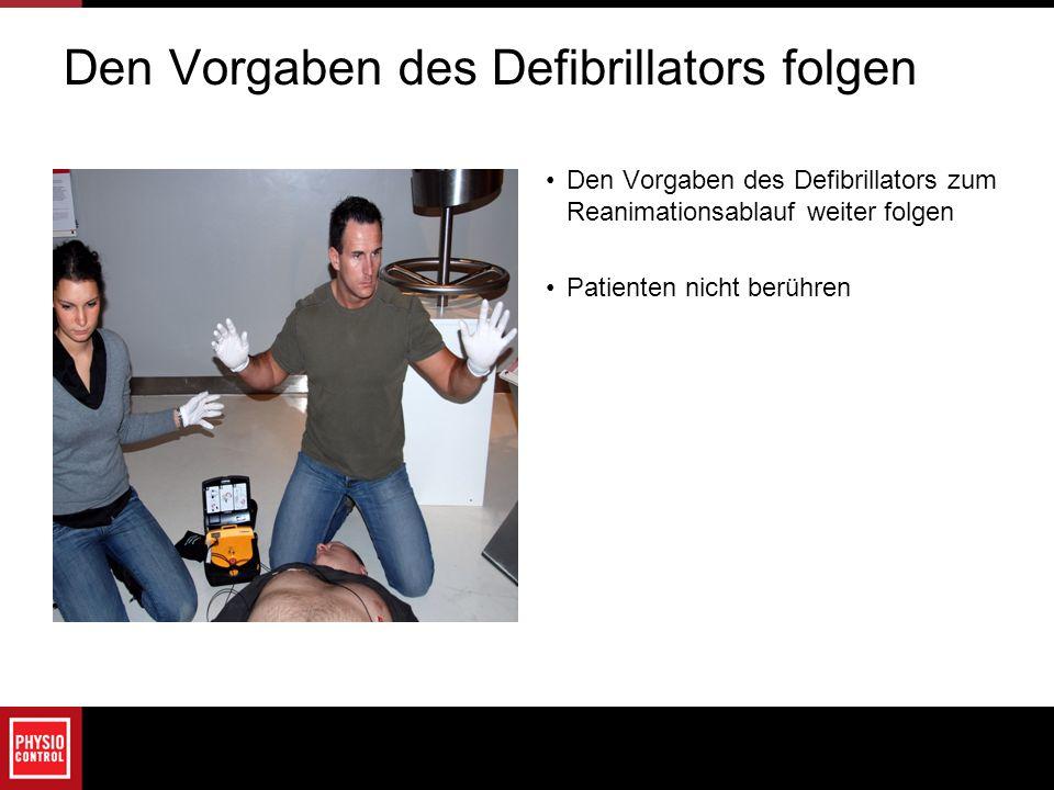 Den Vorgaben des Defibrillators folgen Den Vorgaben des Defibrillators zum Reanimationsablauf weiter folgen Patienten nicht berühren